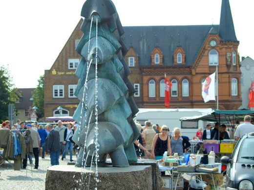 Flohmarkt auf dem Bredstedter Marktplatz